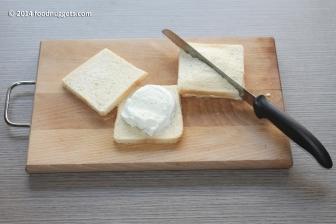 4. Prepara i sandwich e tagliali a triangolo