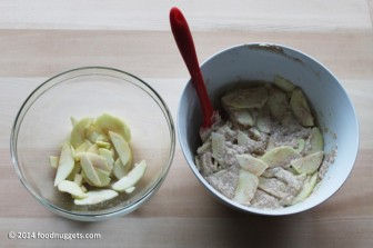 5. Incorpora le fettine di mela