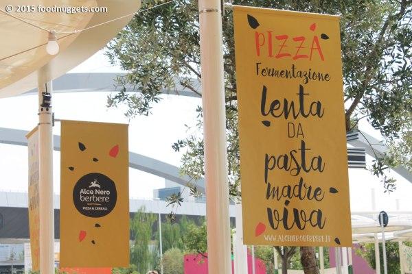 Pizza con fiordilatte, basilico, pomodoro