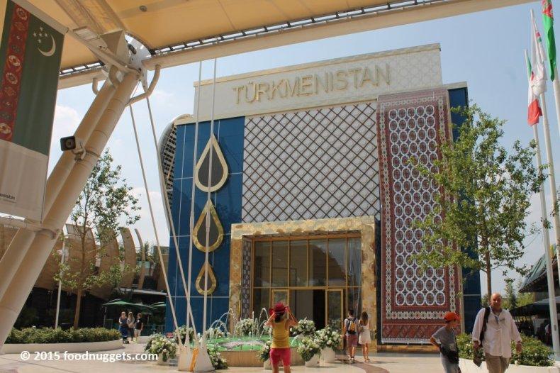 La facciata del padiglione del Turkmenistan in Expo Milano 2015