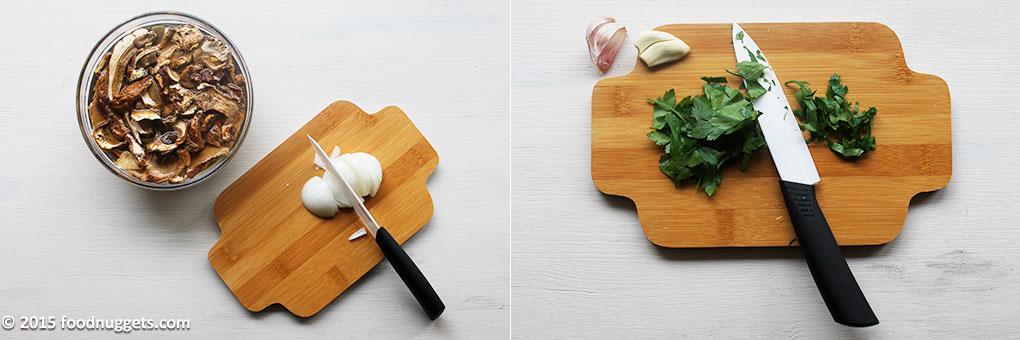 Cipolla e prezzemolo tritati, funghi immersi in acqua, aglio a pezzi