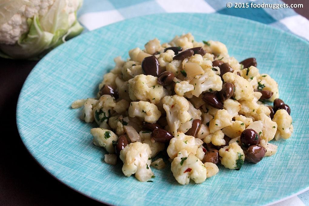 Cavolfiore con olive taggiasche nel piatto