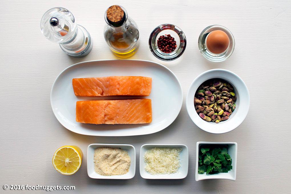 Salmone, pistacchi, peperosa, olio, sale, limone, prezzemolo, pangrattato, formaggio, uovo