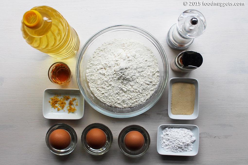 Olio d'arachidi, rhum, scroza di limone grattugiata, uova, zucchero a velo, zucchero di canna, cannella, sale